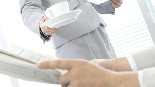 お茶の出し方は社会人の常識として覚えておくべき基本マナー